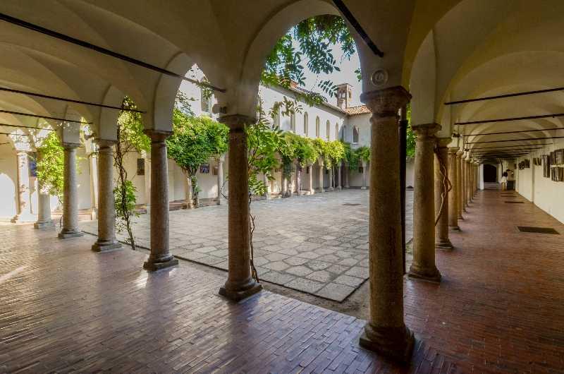 I-Chiostri-di-San-Barnaba-Milano-Location-Eventi-Chiostro-Glicini-01