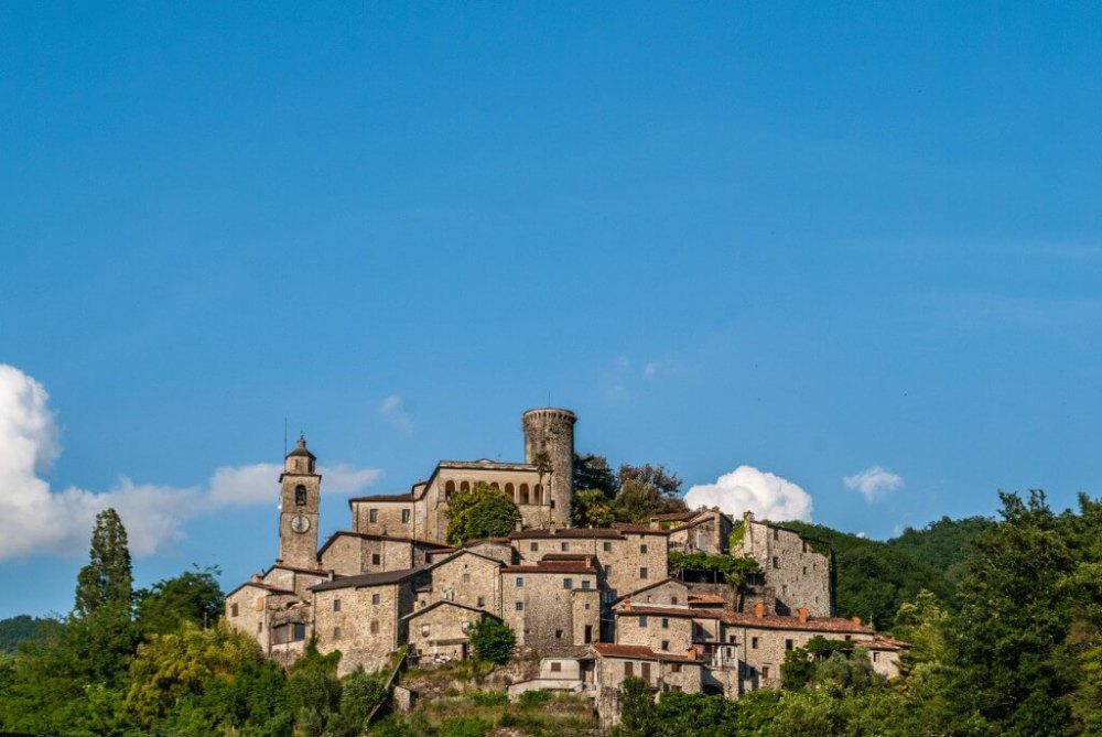 Bagnone-lunigiana-tuscany-1024x686